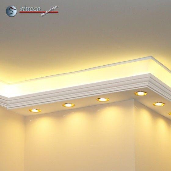 Die LED Profilleiste 'Essen 190+202 PLEXI PLUS' hat eine L-Form und ist für den Einbau am Übergang von der Wand zur Decke geeignet.