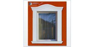 89. Fassaden Idee: Hausfassade mit Fensterverzierung / Türverzierung