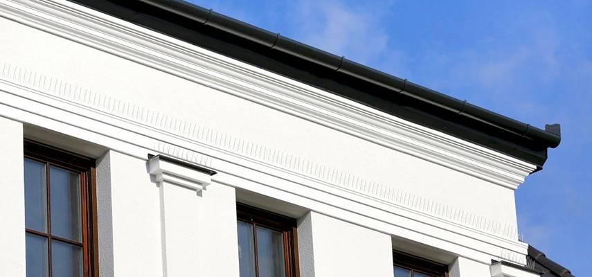 Dachgesims – Außenstuck bei der Fassadenverzierung