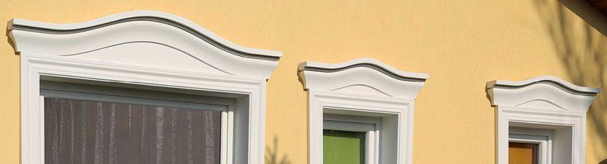 Fenstergiebel / Tympanon