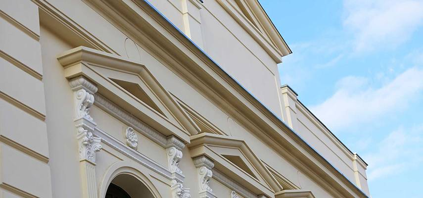 Gurtgesims und Geschossgesims – Außenstuck in der Fassadenverzierung