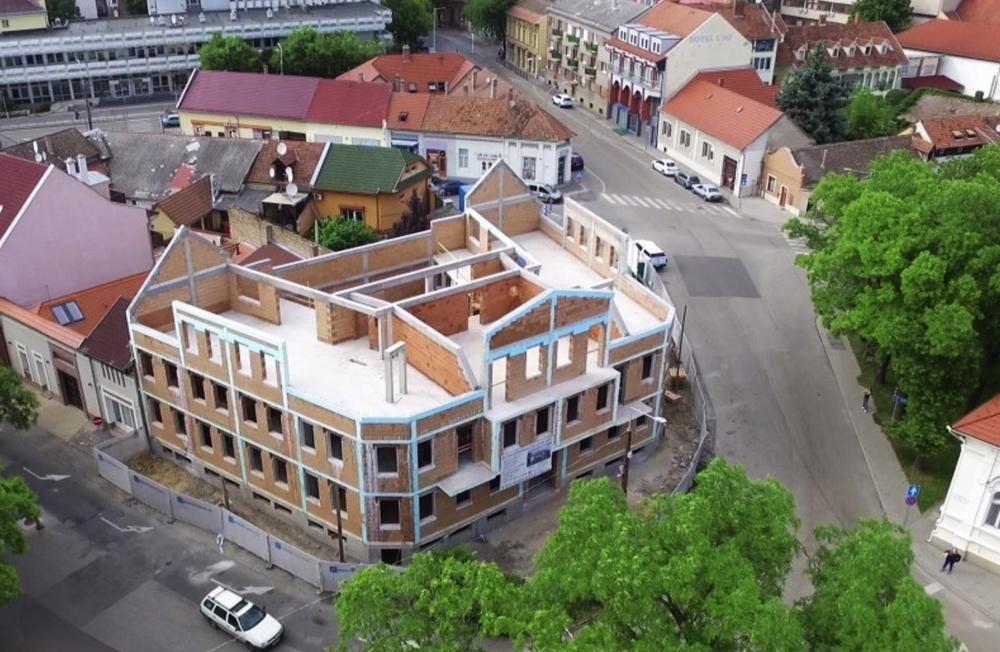 Projektbericht: Energiesparhaus mit Styroporstuck I.
