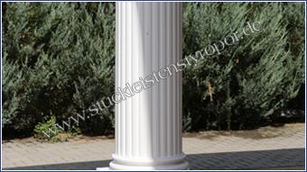 Beschichteter Säulenschaft weiß gestrichen