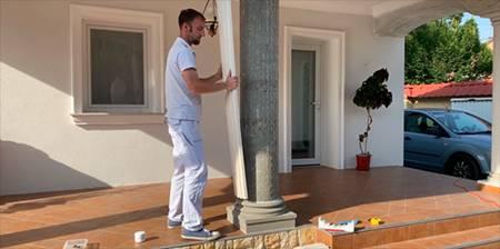 Dekosäulen als griechische Säulen aus Styropor