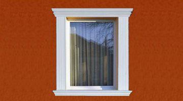 Fensterumrandung im klassischen Stil