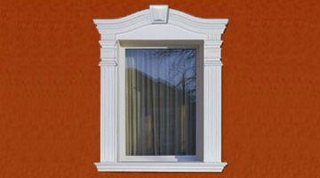 Bogenfenster mit Fasssadenstuck