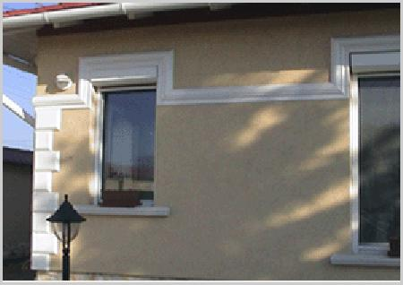 Stuckgesims an Hausfassade