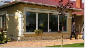 Hausfassade mit Bossenecken
