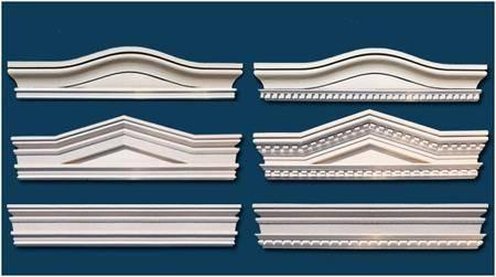 Beispiele für Bogengiebel, Dreiecksbekrönung und gerade Fenstergiebel