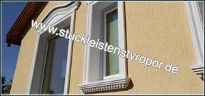 Fassadenstuck Fensterbank und Fenstergiebel