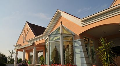 Dachgesims an Hausfassade