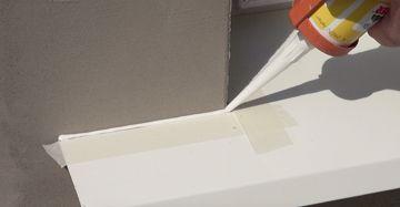 Übergang zwischen Alu Fensterbank und Hauswand verfugen