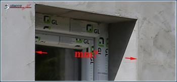 Verputzte Fensterlaibung bereit zum Ausmessen für das Fassadenelement Fenstergiebel