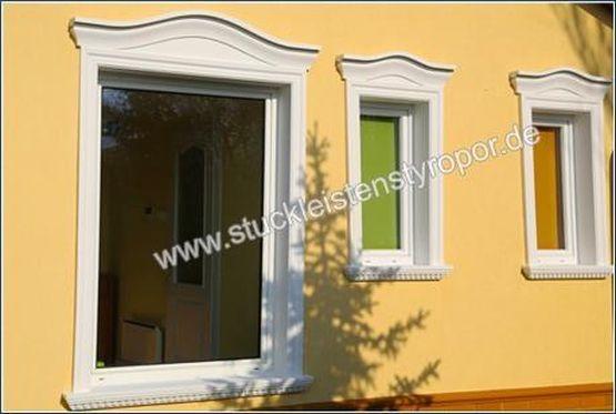 Bogengiebel mit Laibungsverkleidungsprofilen und Fensterbank