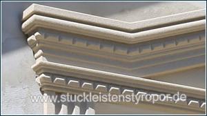 Stuckmuster 107-K/104-K an dreieckigem Fenstergiebel