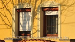 gewölbte Fensterumrandung