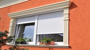 klassische Hausfassade mit Styroprostuck