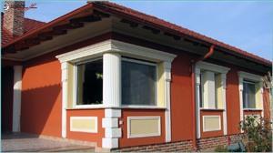Fassadenstuck an moderner Hausfassade