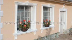 Fensterverzierung mit Schlussteinen