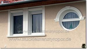 rundes Fenster mit Styroporstuck