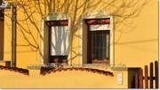 Fassadenprofile und flexible Stuckleiste für die Fensterumrandung