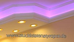 RGB Strip für indirekte Beleuchtung in Styroporleisten eingebaut