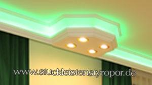 LED Beleuchtung Decke mit RGB Strips und LED Spots