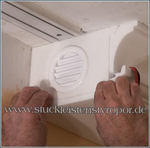 Stuckleiste mit Lüftungsgitter zum Kühlen der Elektrik der LED Beleuchtung