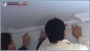 Stuckleisten an die Wand kleben