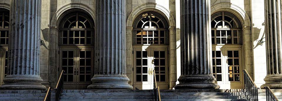 Kapitelle und Säulenfüße für Dekosäulen